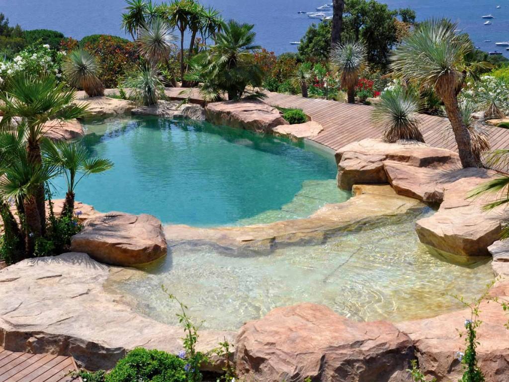 Piscine laghetto effetto naturale spa - Piscine forme libre avec plage ...