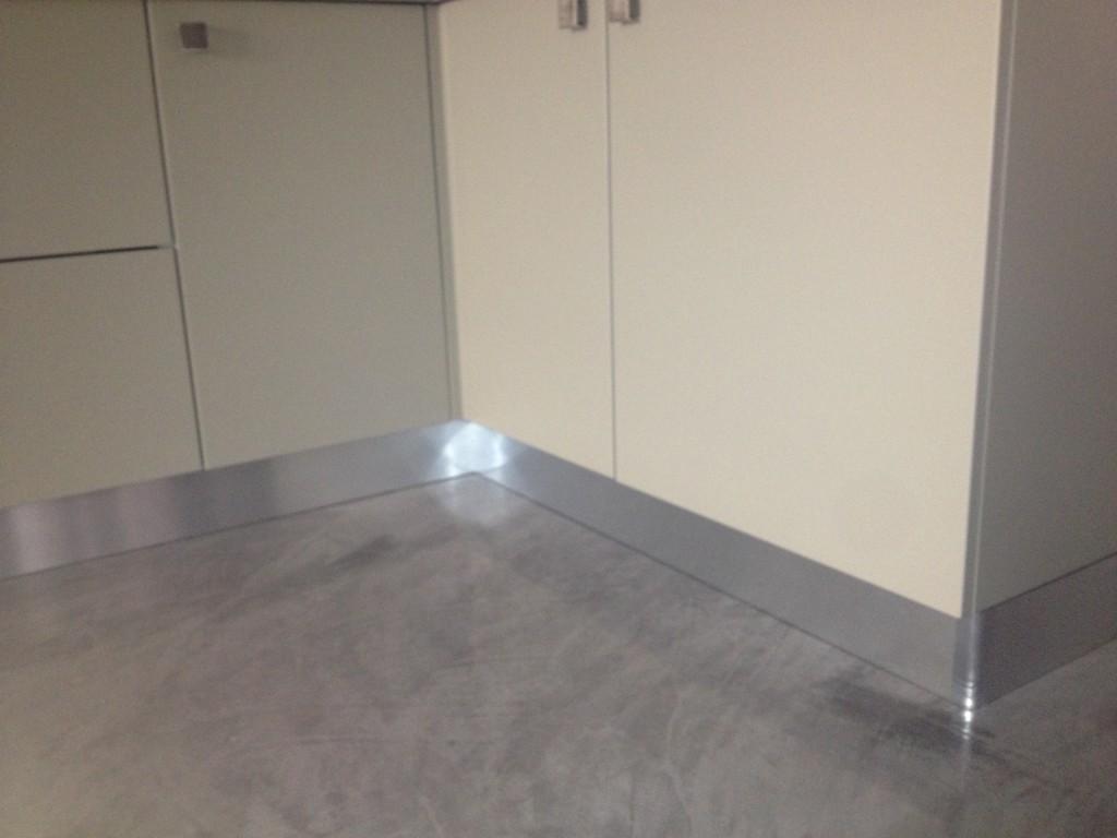 Pavimento decorazione ceramica - Bagno cemento spatolato ...