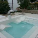 mini piscina con finitura beton pool colore bianco