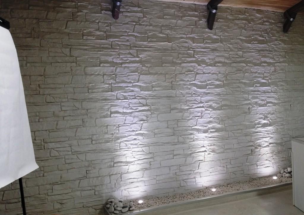 Camera Da Letto Con Parete In Pietra Top Muri In Pietra Interni